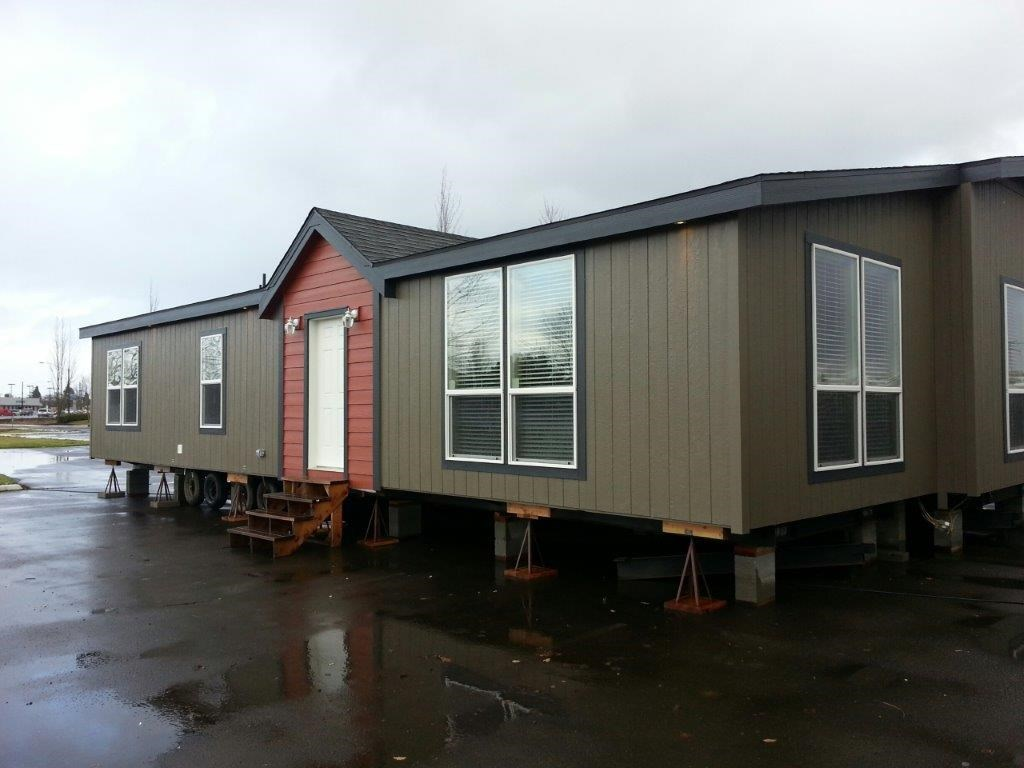 The ING501K PONDEROSA    (FULL) GW Exterior. This Manufactured Mobile Home features 3 bedrooms and 2 baths.