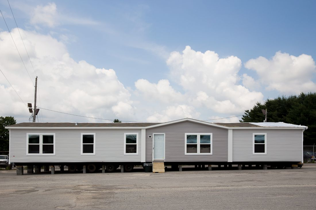 The THE BREEZE 2.5         CLAYTON Exterior. This Manufactured Mobile Home features 4 bedrooms and 2 baths.
