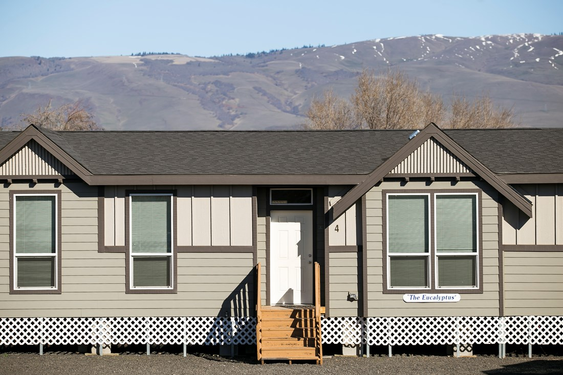 The ING681F EUCALYPTUS   (FULL) GW Exterior. This Manufactured Mobile Home features 3 bedrooms and 2 baths.