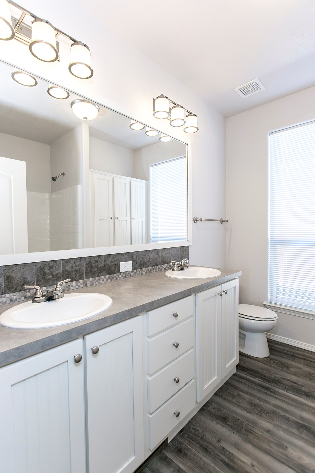 The ING681F EUCALYPTUS   (FULL) GW Guest Bathroom. This Manufactured Mobile Home features 3 bedrooms and 2 baths.